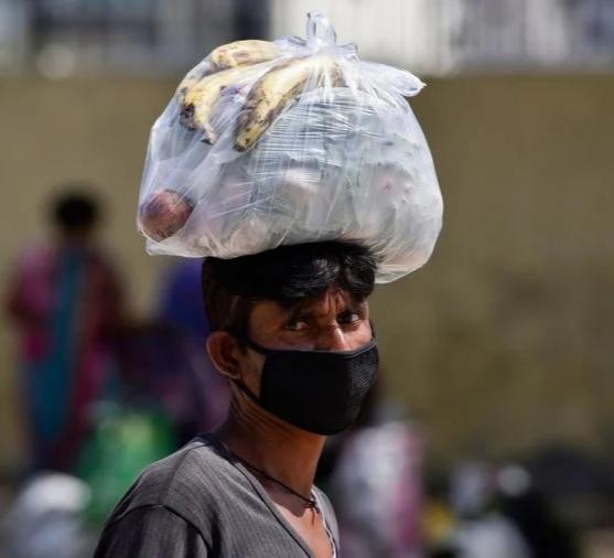 देश में पांच में से चार मजदूर लॉकडाउन से प्रभावित, दो वक्त की रोटी भी नसीब नहीं